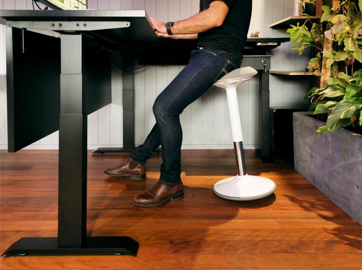 Sit-Stand-Desk-Castors